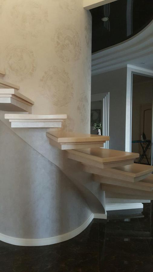 Лестница из бетона.