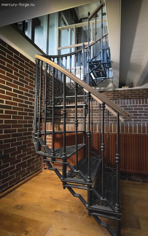 """Чугунная лестница, модель """"Флоренция"""", диаметр 105 см"""