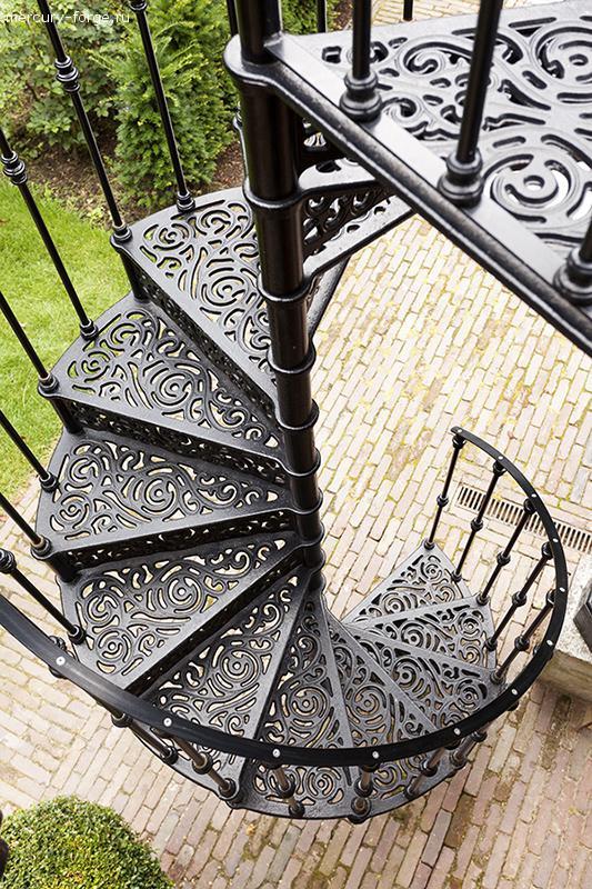 """Чугунная лестница, модель """"Лондон-С"""", диаметр 135 см"""