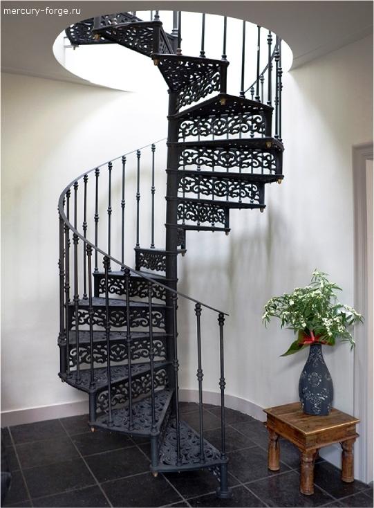 """Чугунная лестница, модель """"Лондон-С"""", диаметр 165 см"""