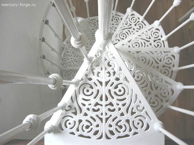 """Чугунная лестница, модель """"Лондон"""", диаметр 135 см"""