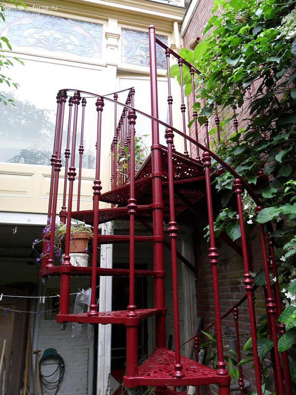 """Чугунная лестница, модель """"Париж"""", диаметр 125 см"""