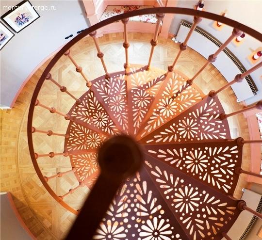 """Чугунная лестница, модель """"Париж"""", диаметр 145 см"""