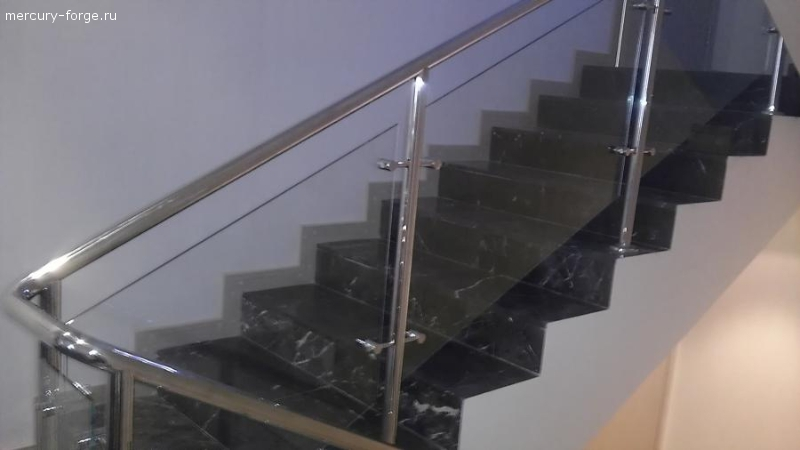 Лестничное ограждение со стеклом