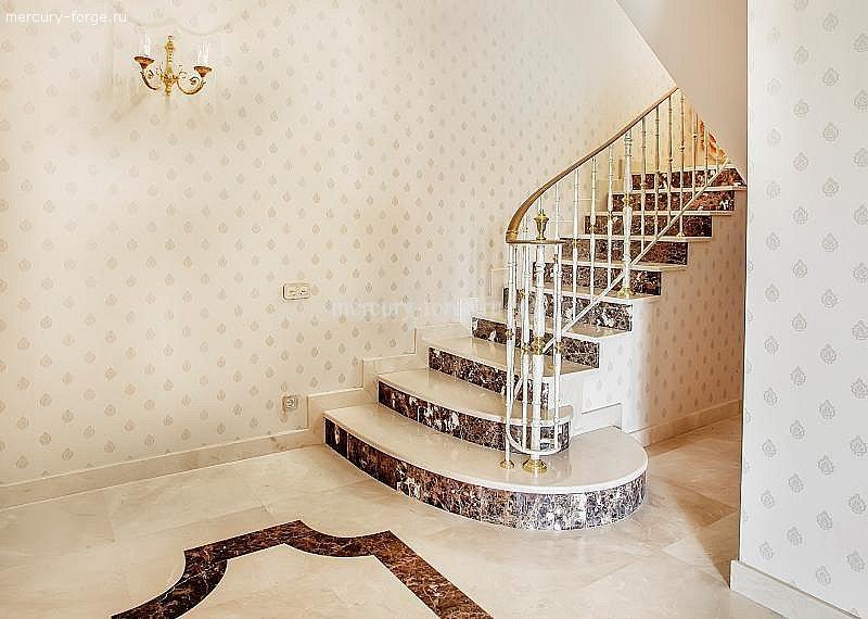 Мраморная лестница с ограждением Grande forge.